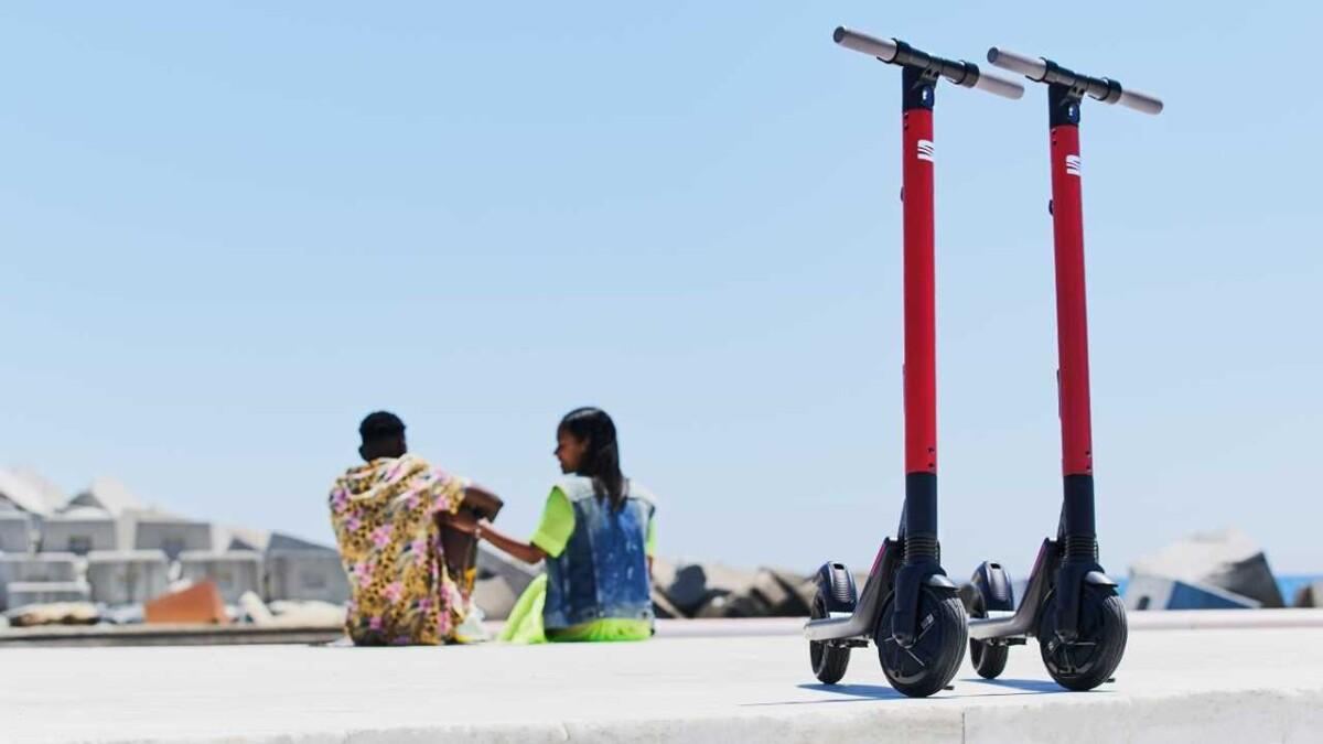 Otomobil Üreticisi SEAT'dan Elektrikli Scooter EXS KickScooter Tanıtıldı